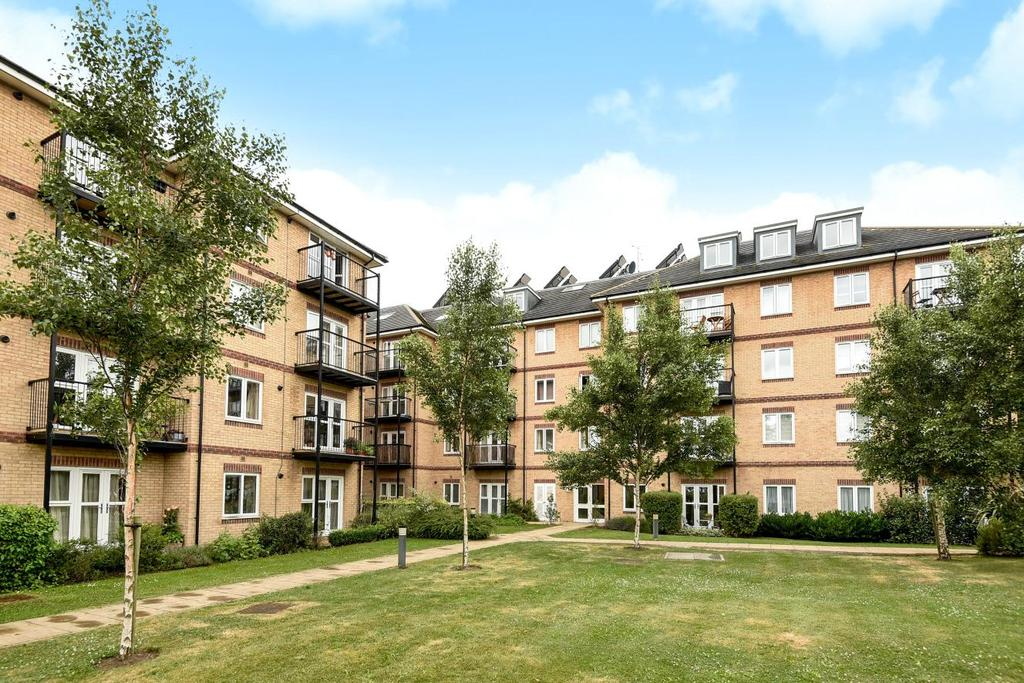 2 Bedrooms Flat for sale in Worcester Close, Anerley