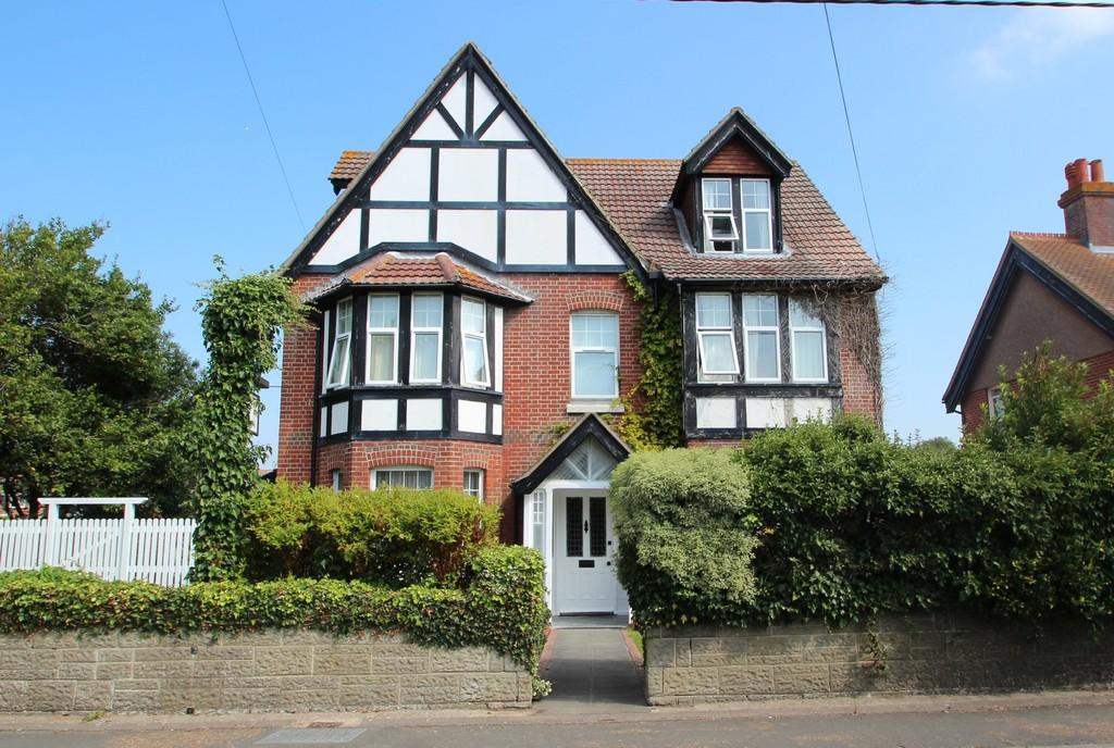8 Bedrooms Detached House for sale in Granville Road, Totland Bay
