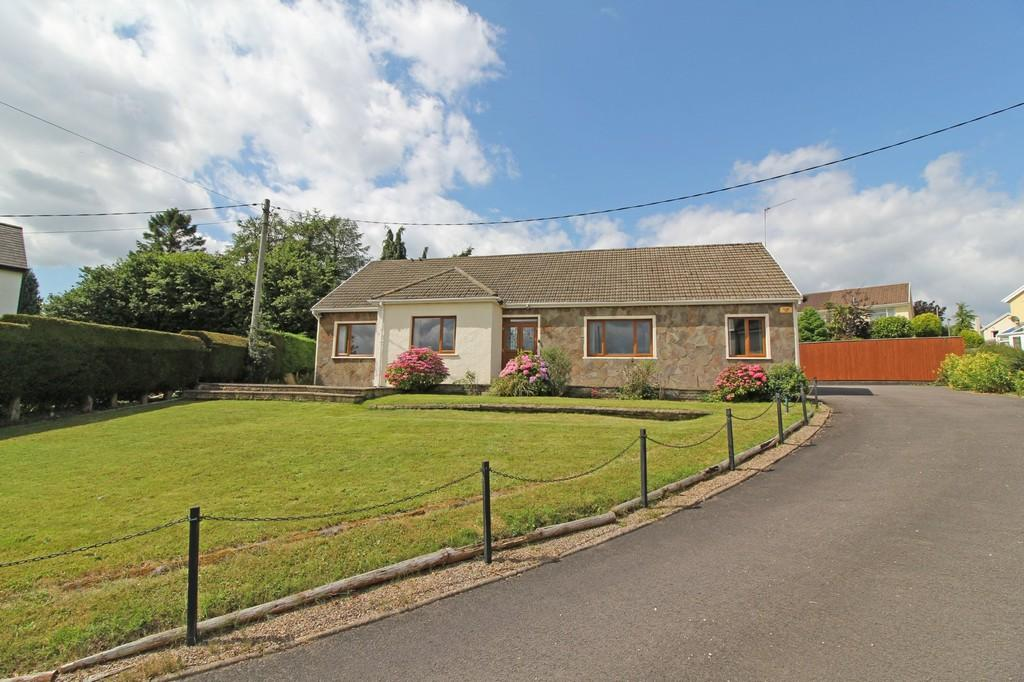 5 Bedrooms Detached Bungalow for sale in Sunnybank, Llantrisant Road, Groesfaen