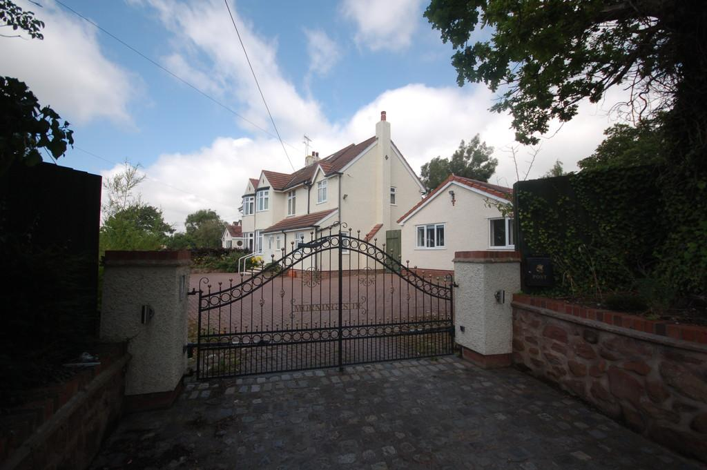 5 Bedrooms Semi Detached House for sale in Neston Road, Burton