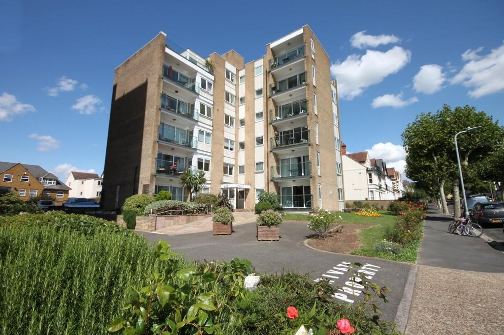 2 Bedrooms Apartment Flat for sale in Manor Road, Westcliff-on-Sea