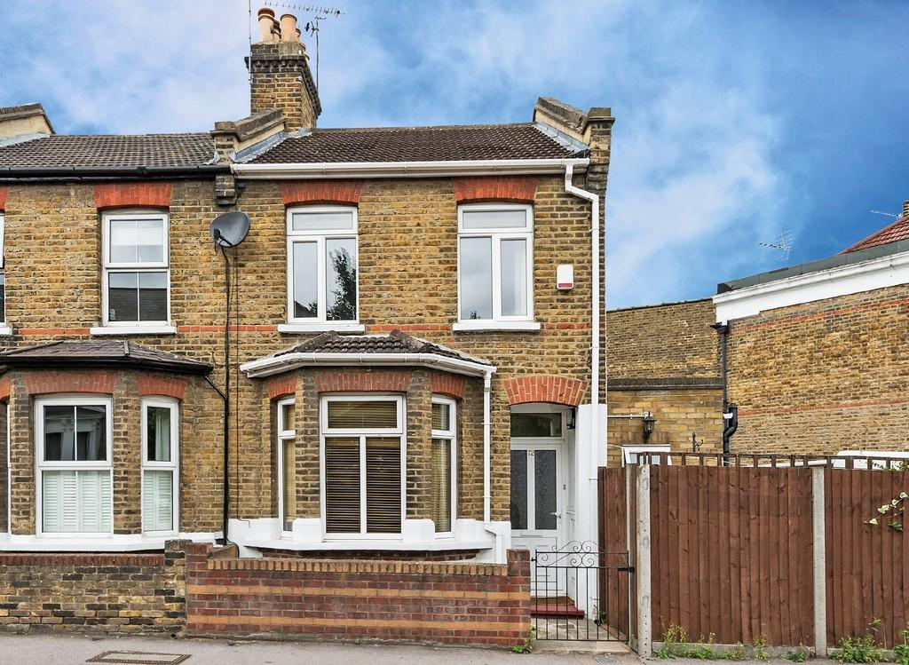 3 Bedrooms End Of Terrace House for sale in Nightingale Lane, Wanstead