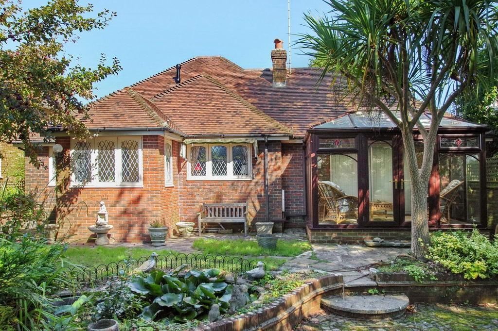 3 Bedrooms Detached Bungalow for sale in Westhill Road, Shanklin