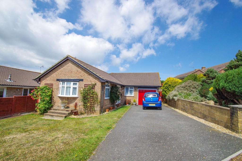 3 Bedrooms Detached Bungalow for sale in Plover Close, Sandown