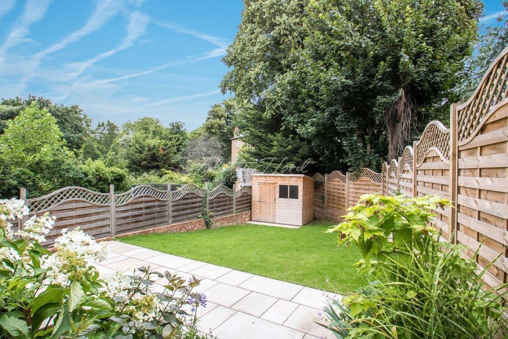 2 Bedrooms Flat for sale in Boyne Road, Lewisham SE13