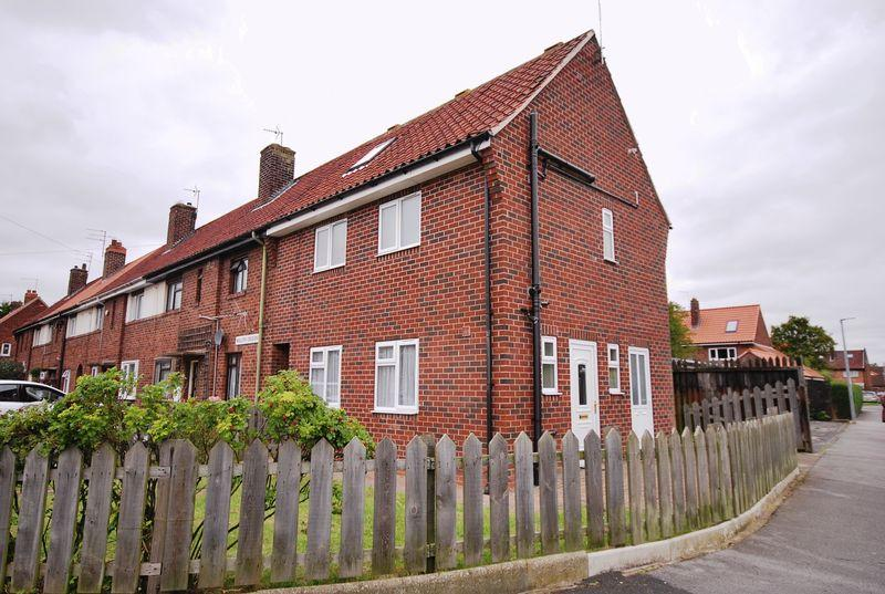 4 Bedrooms End Of Terrace House for sale in Nolloth Crescent, Beverley