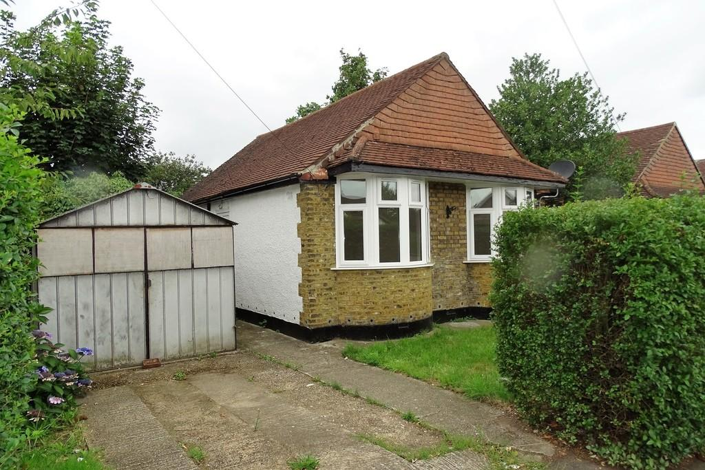 2 Bedrooms Detached Bungalow for sale in School Road, Ashford, TW15