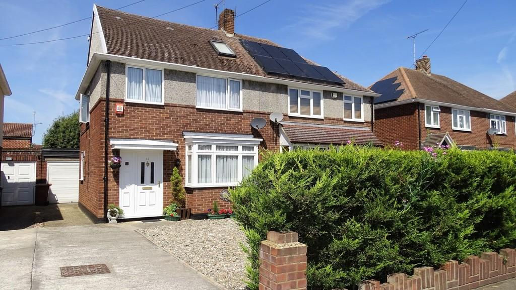 4 Bedrooms Semi Detached House for sale in Hogarth Avenue, Ashford, TW15