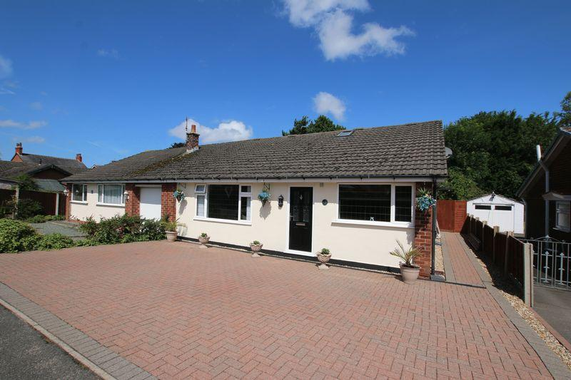 4 Bedrooms Semi Detached Bungalow for sale in Cathrow Drive, New Longton