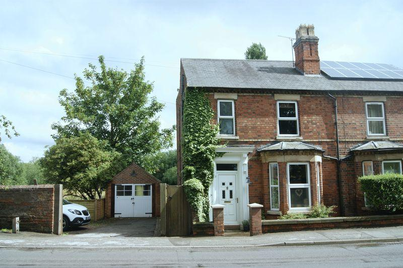4 Bedrooms Semi Detached House for sale in Farndon Road, Newark
