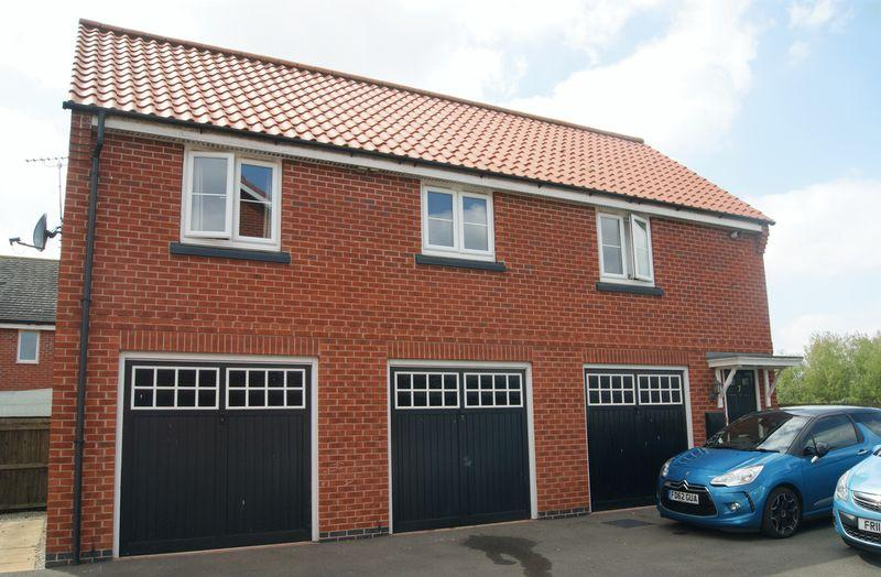 2 Bedrooms Apartment Flat for sale in Parsons Close, Fernwood