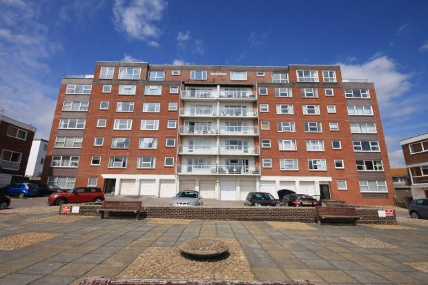 2 Bedrooms Flat for sale in Dane Heights, Dane Close, Seaford, BN25