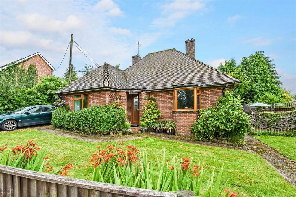 2 Bedrooms Detached Bungalow for sale in Windmill Lane, ALTON, Hampshire