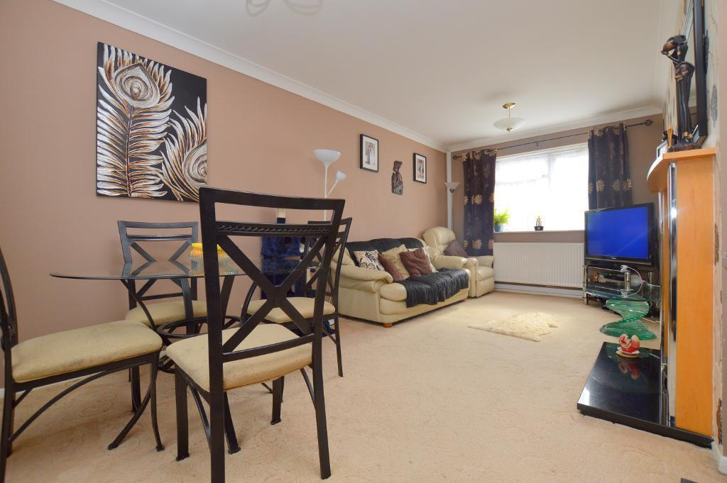 2 Bedrooms Terraced House for sale in Bank Close, Luton, LU4 9NX