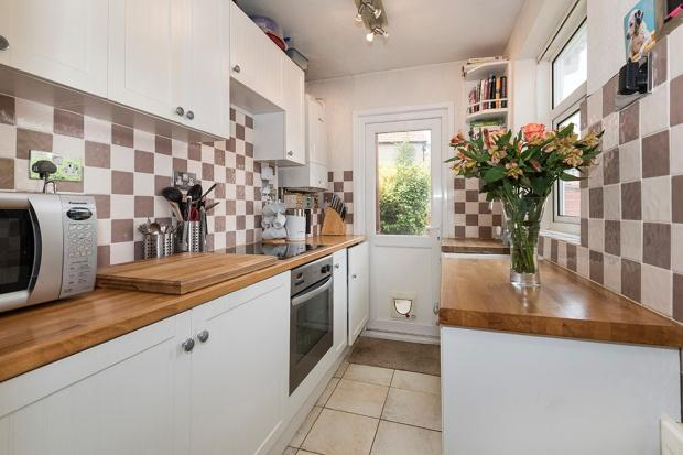 2 Bedrooms Semi Detached House for sale in Budleigh Crescent, Welling, DA16