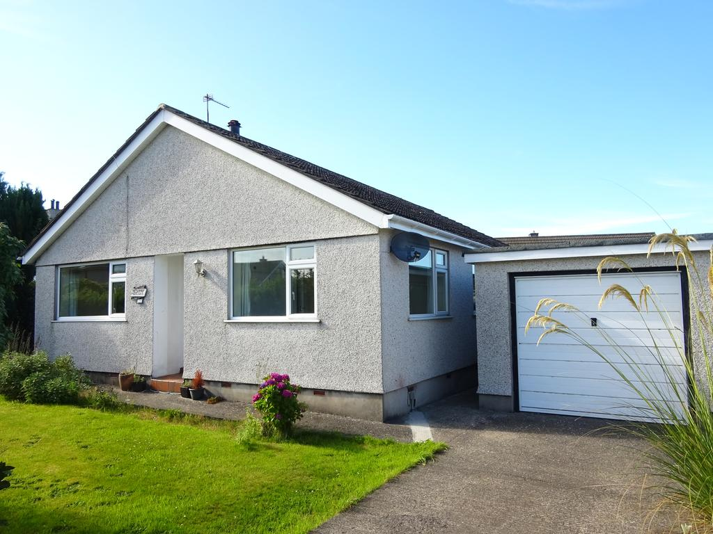 3 Bedrooms Detached Bungalow for sale in BRYN BRAS, LLANFAIRPWLL LL61