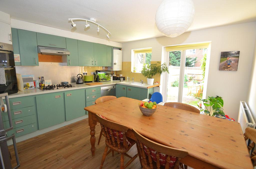 4 Bedrooms Terraced House for sale in Ravensdale Gardens, London SE19