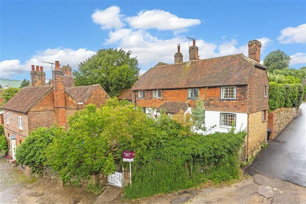 3 Bedrooms Detached House for sale in High Street, Limpsfield, Surrey