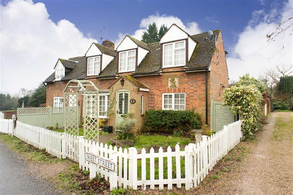 2 Bedrooms Terraced House for sale in West Street, Lilley, Hertfordshire, LU2