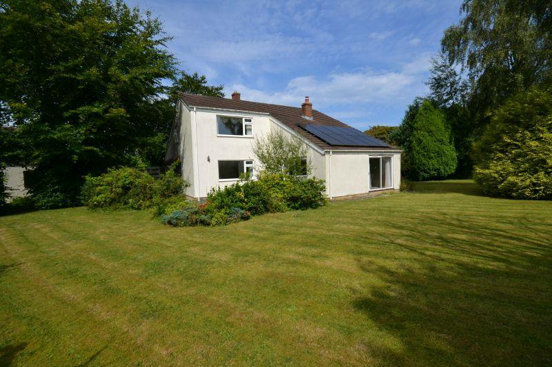 4 Bedrooms Detached House for sale in WHITE FARM LANE, WEST HILL