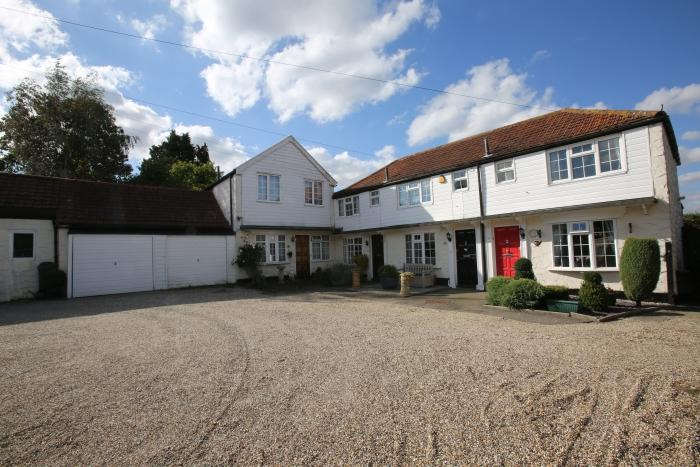 3 Bedrooms Mews House for sale in COOPERS HILL, MARDEN ASH, ONGAR CM5
