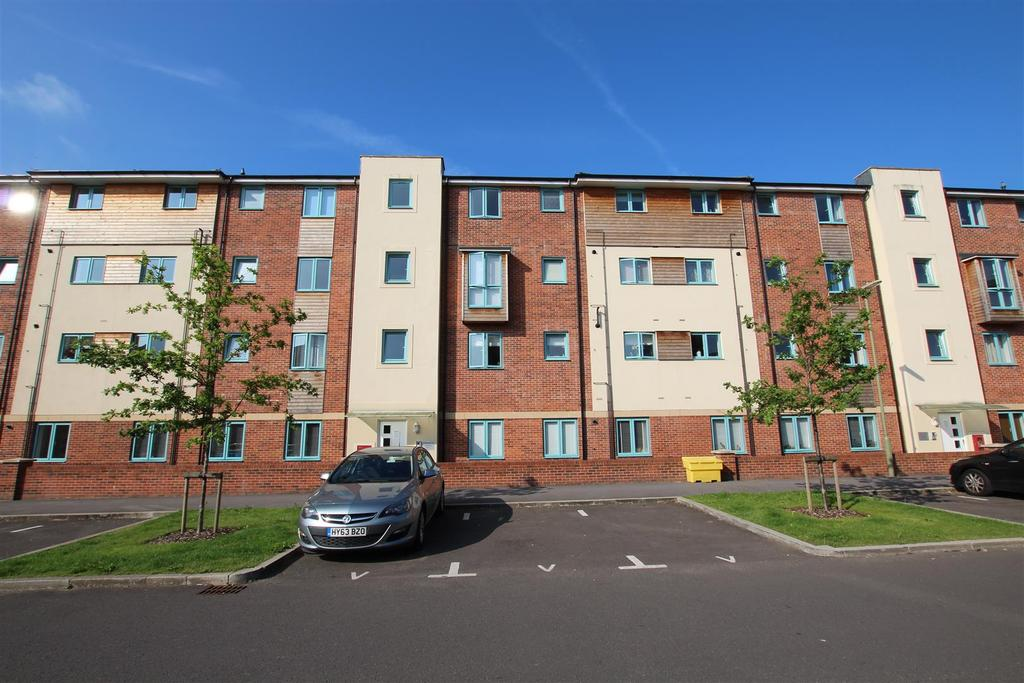 2 Bedrooms Flat for sale in Tinning Way, Eastleigh