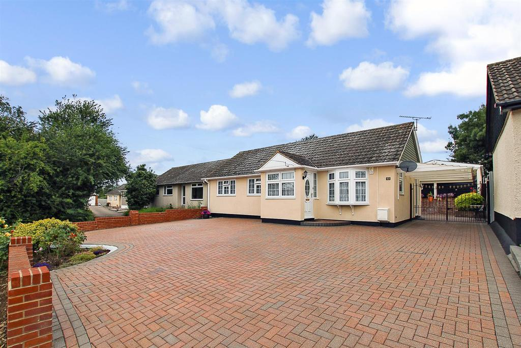 3 Bedrooms Detached Bungalow for sale in Copperfield Gardens, Brentwood