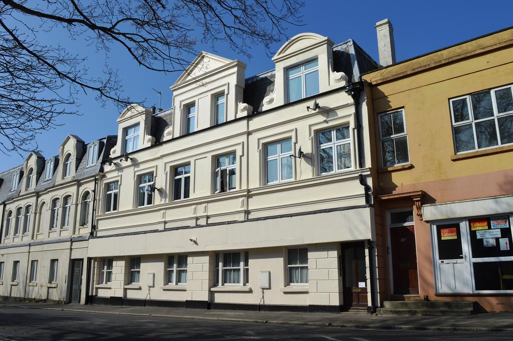 2 Bedrooms Flat for sale in 13 Junction Road, Burgess Hill RH15