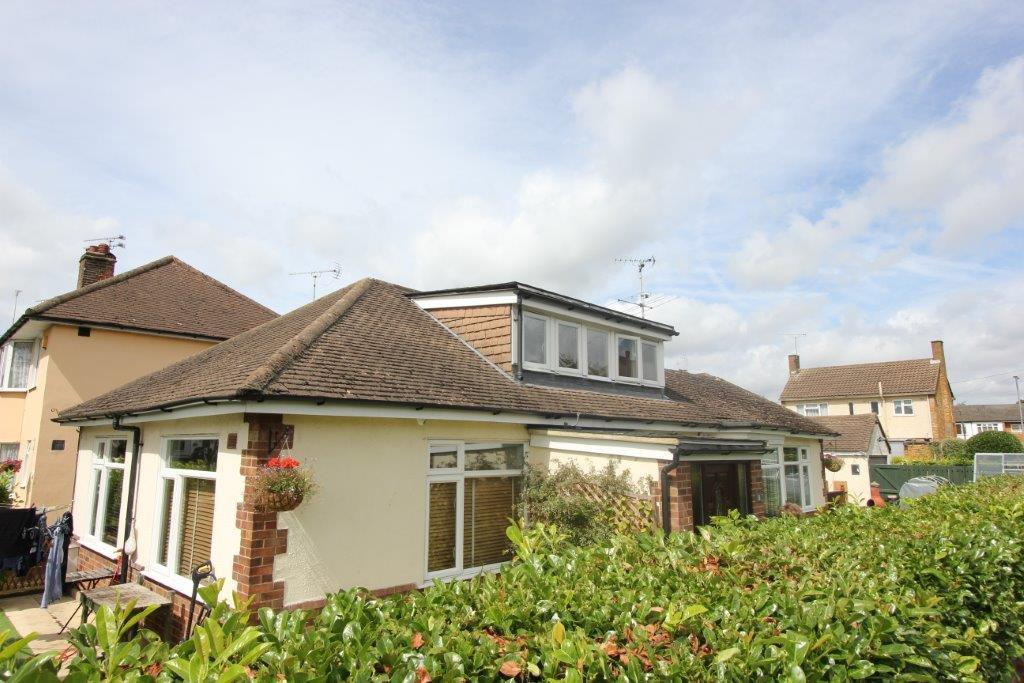 4 Bedrooms Detached Bungalow for sale in Warescot Road, Brentwood