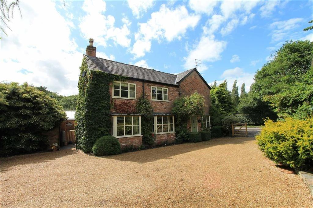 3 Bedrooms Semi Detached House for sale in Holmes Chapel Road, Lower Witihngton