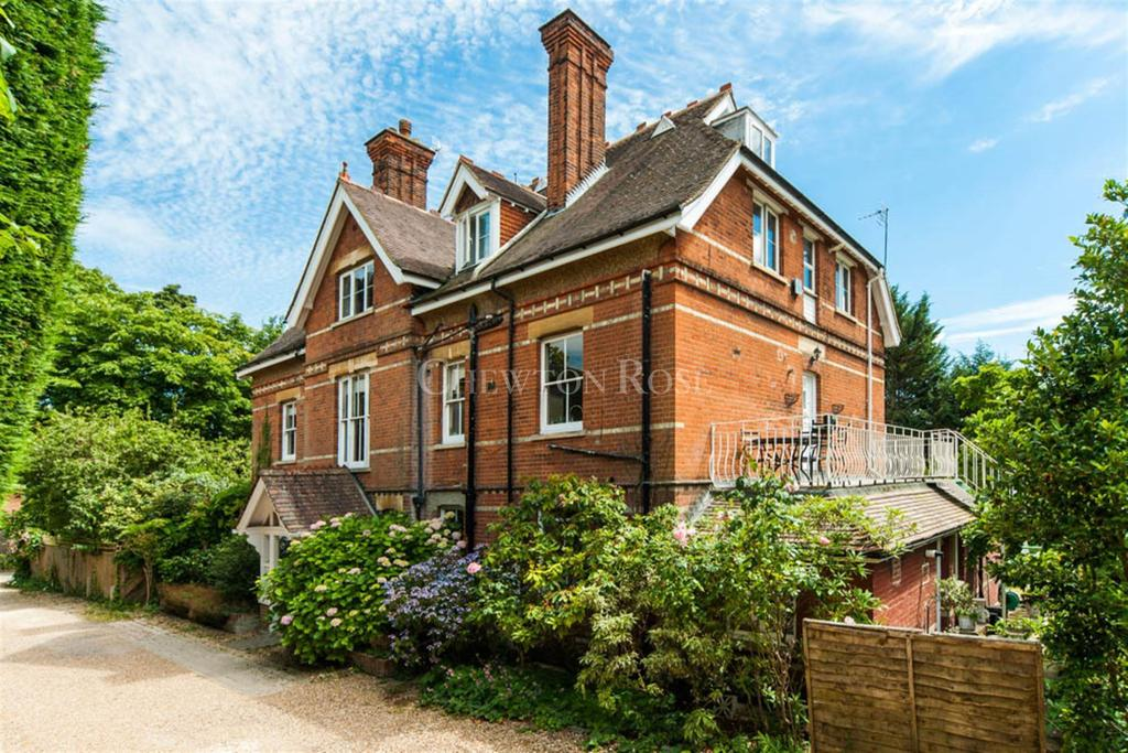 3 Bedrooms Flat for sale in Carberry Lane, Ascot