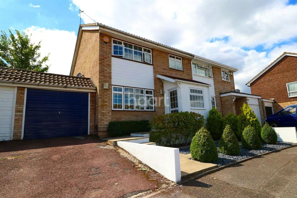 3 Bedrooms Semi Detached House for sale in Arne Grove, Orpington
