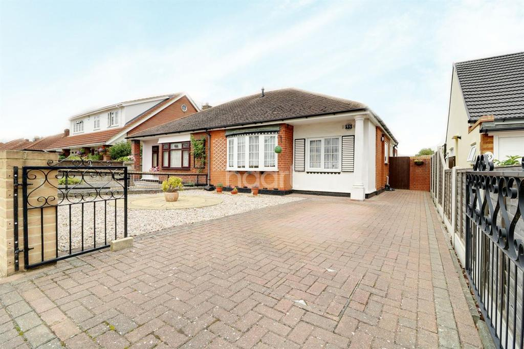 3 Bedrooms Bungalow for sale in Leigh-on-sea