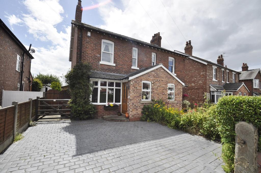 4 Bedrooms Semi Detached House for sale in Moor Lane, Woodford,