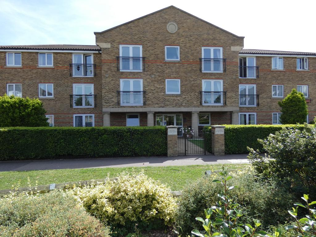2 Bedrooms Apartment Flat for sale in Nottage Crescent, Braintree CM7