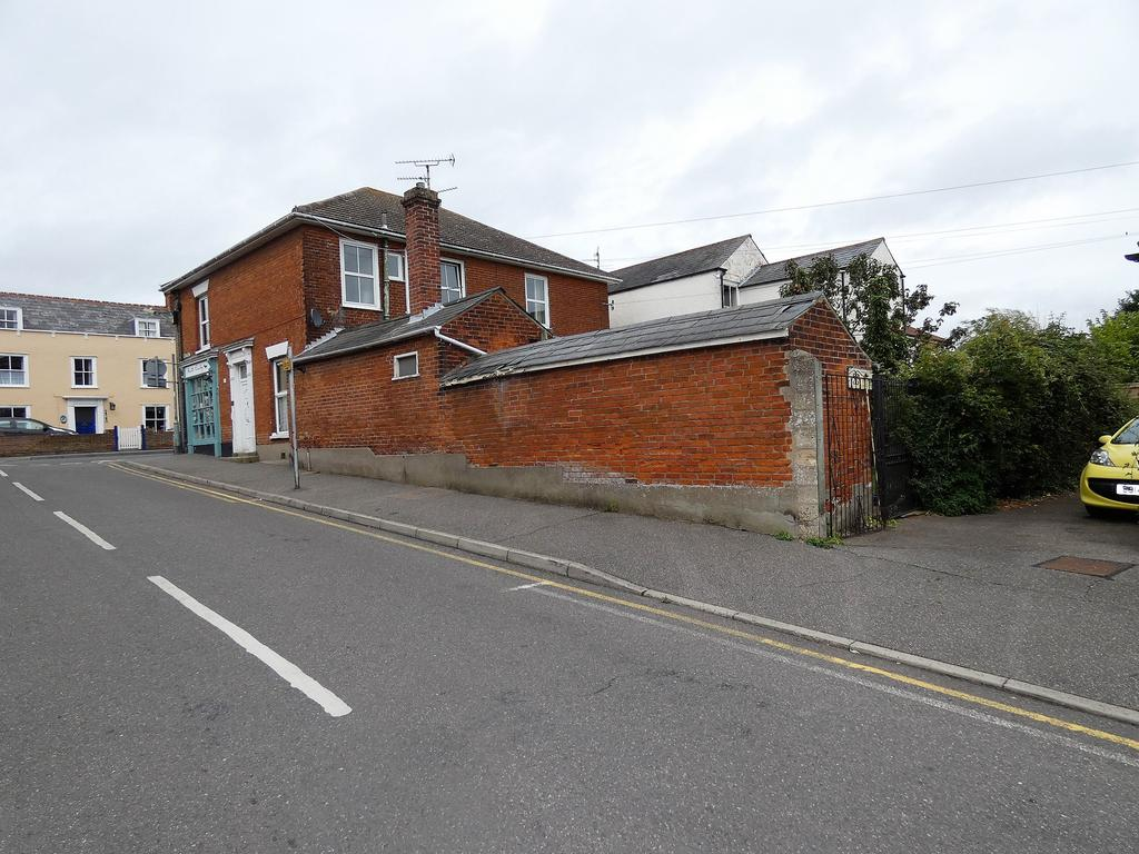 3 Bedrooms Maisonette Flat for sale in High Street, Brightlingsea CO7