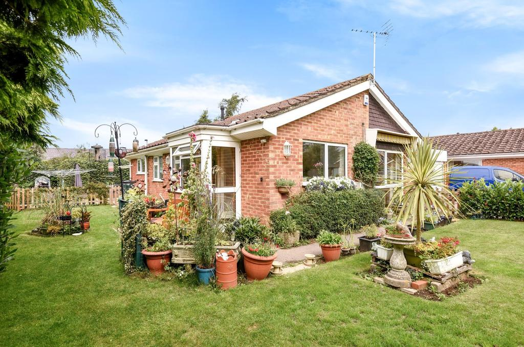 2 Bedrooms Detached Bungalow for sale in Cherry Tree Drive, Eastergate, PO20