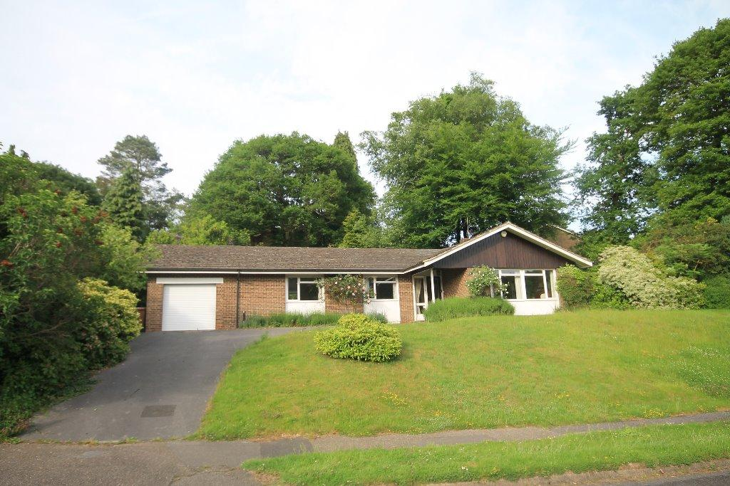 4 Bedrooms Detached Bungalow for sale in Pine Bank, Hindhead