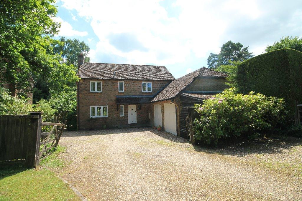 4 Bedrooms Detached House for sale in Fairview Road, Headley Down