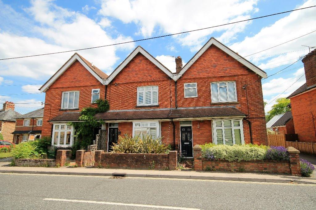 3 Bedrooms Terraced House for sale in Headley Road, Liphook