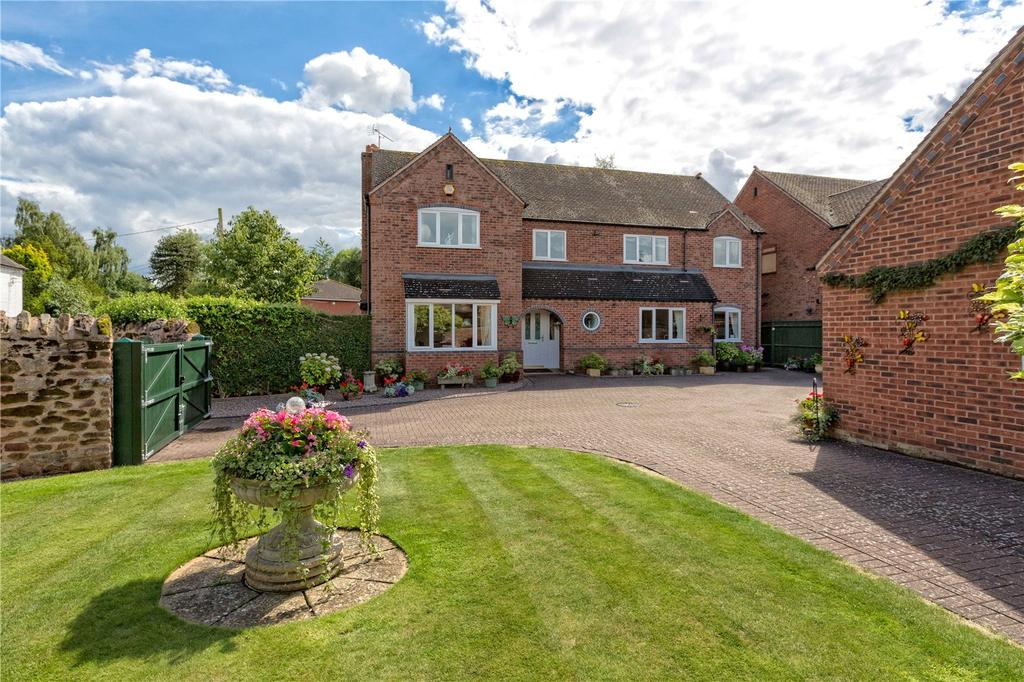 4 Bedrooms Detached House for sale in 1 The Barns, Church Aston, Newport, Shropshire, TF10