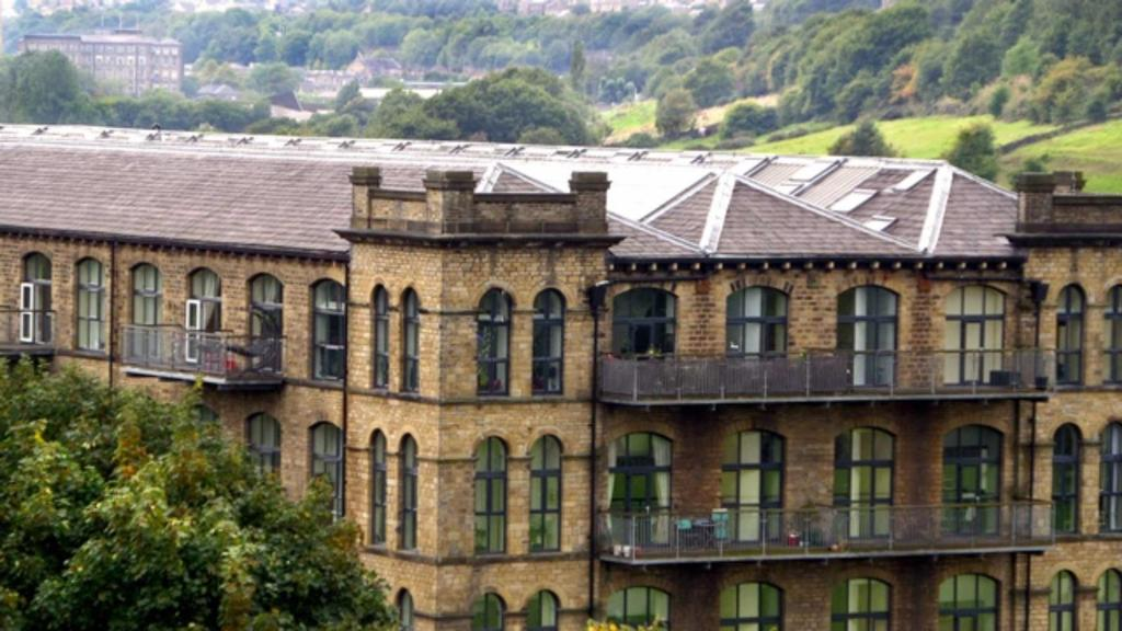2 Bedrooms Apartment Flat for sale in Titanic Mills, Low Westwood Lane, Linthwaite, Huddersfield, HD7