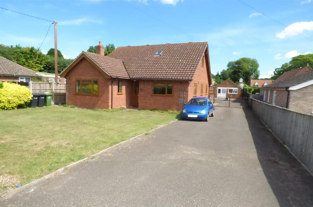 5 Bedrooms Chalet House for sale in School Lane, Northwold