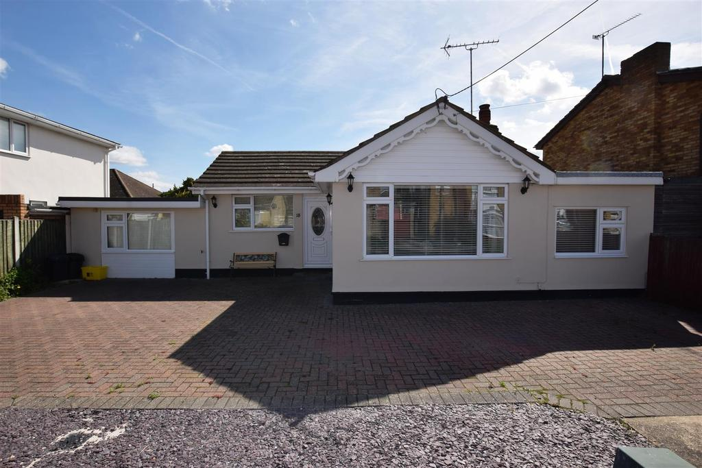 3 Bedrooms Detached Bungalow for sale in Surig Road, Canvey Island