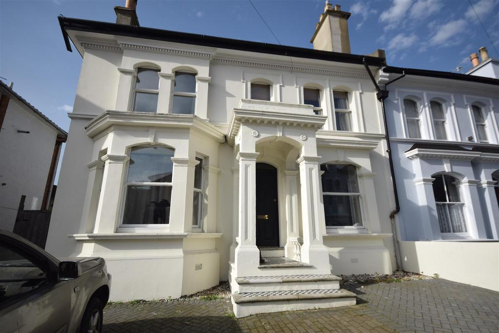 5 Bedrooms Semi Detached House for sale in St. Helens Park Road, Hastings