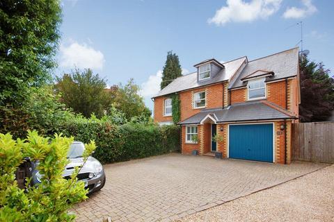 4 bedroom semi-detached house to rent - FARNHAM, Surrey