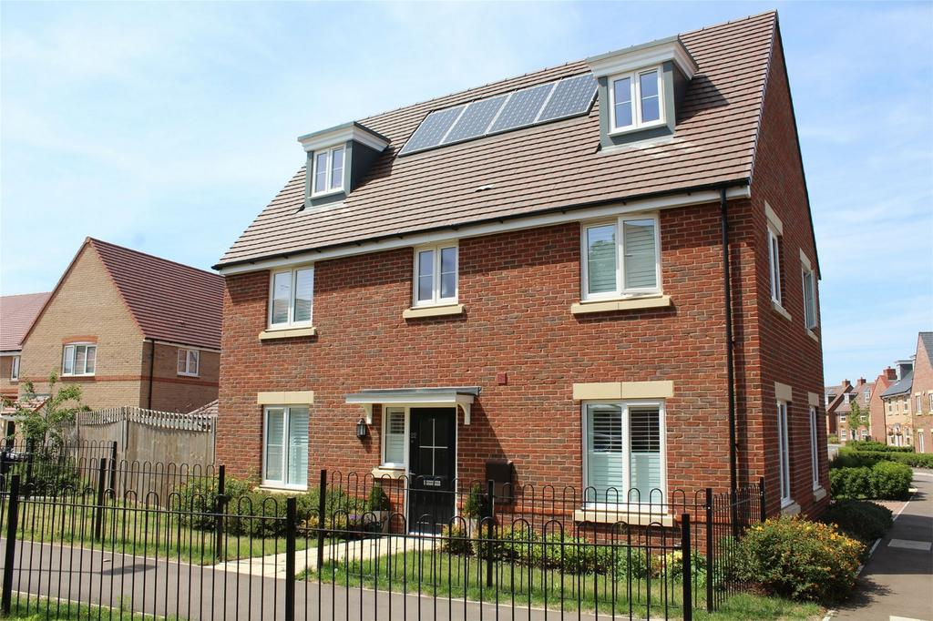 5 Bedrooms Detached House for sale in Hawthorn Croft, Stotfold, Hitchin, Hertfordshire