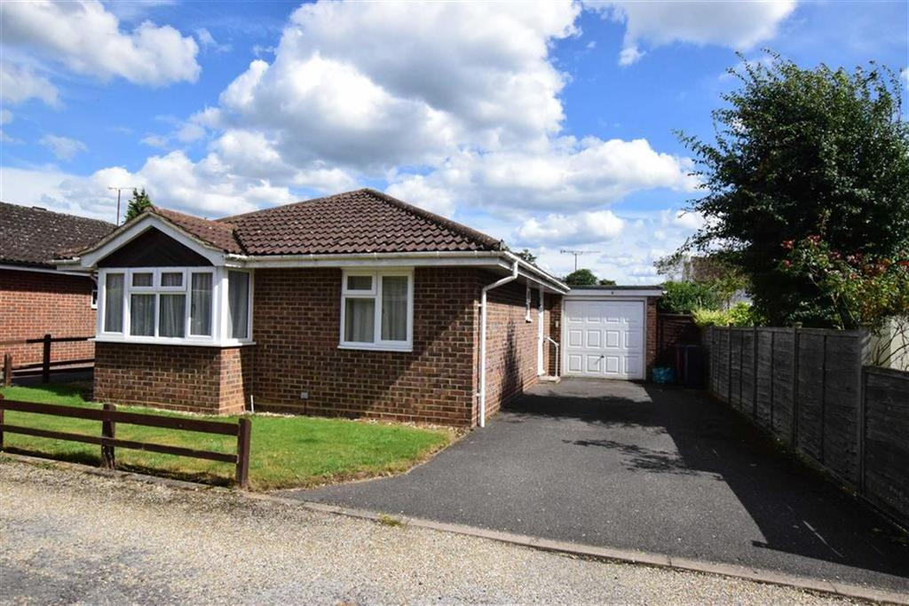 2 Bedrooms Bungalow for sale in Lymington Gate, Caversham Heights, Reading