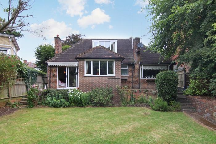 2 Bedrooms Detached House for sale in Gressenhall Road, London