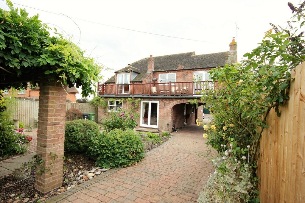 3 Bedrooms Detached House for sale in Froxmere Road, Crowle, Worcester